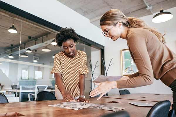 2-business-women-making-a-deal-600x400